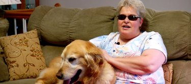 Blind woman seeing guide dog for the first time is the most pure thing ever