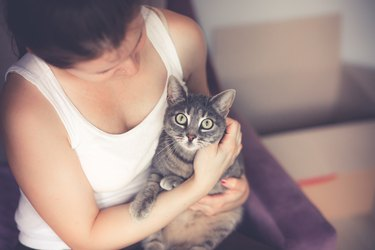 Women holding her cat