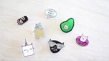 Kitty flair pins