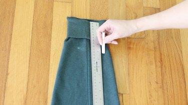 Measuring arm holes on sleeve