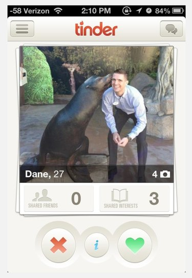 Man gets kiss from seal in Tinder profile picture