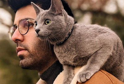 19 Shining Examples of Shoulder Pets (The Internet's New Aww-dorable Photo Trend)