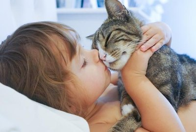 10 Ways to Make Your Cat REALLY Love You