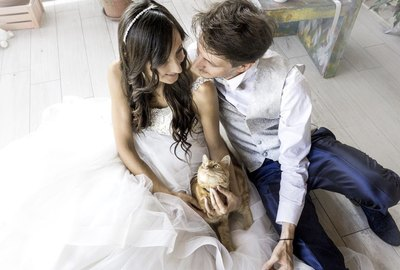 This Wedding Photographer Snaps Incredible Photos Of Newly Weds & Their Cats