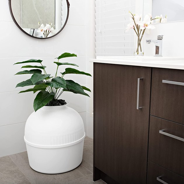 Secret Litter Box – Hide your kitty litter box from view in any room thanks to Bundle & Bliss. The patented faux planter (with odor control technology) gives your cat or kitten extra privacy and adds decorative value to your living space.