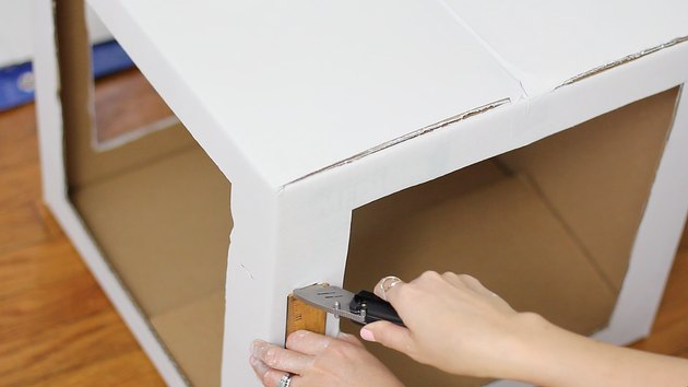 Cutting slits in corners