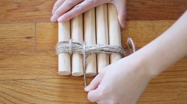 Wrapping twine in between each dowel