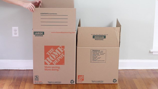 Lifting top flaps up on boxes